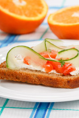 Toast with vegetables and fish