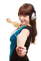 Lachende Frau mit Kopfhörer