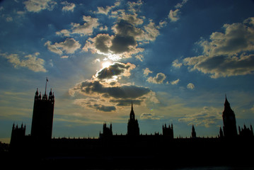 silhouette of Big Ben and Parliament at dusk