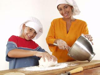 En la cocina con mi hijo.