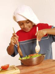 Cocinando mi primera ensalada.