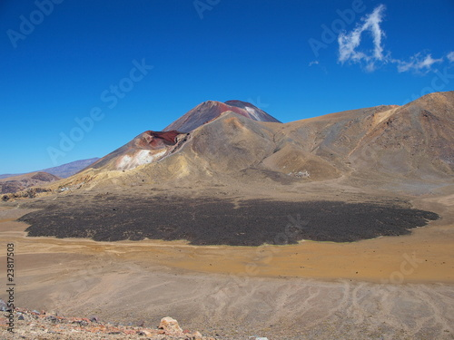 Vulkan Ngauruhoe und Red Crater im Tongariro Nationalpark