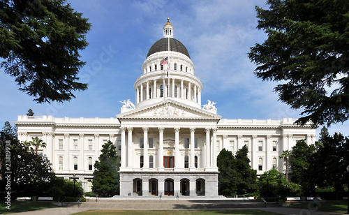 Aluminium San Francisco California Capitol Front View