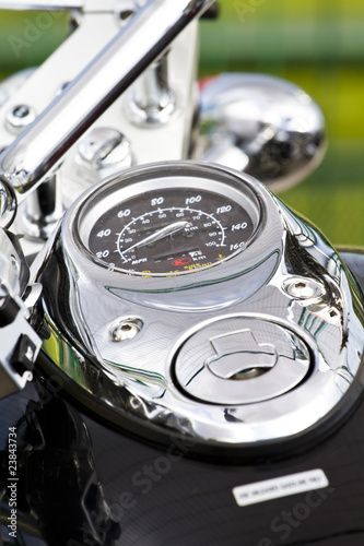 zblizenie-na-duzy-chromowany-motocykl