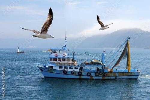 fishing boat - 23867348