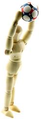 pantin bois faisant une touche au football, fond blanc