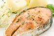 Lachssteak mit Kartoffel und Krautsalat