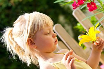Mädchenportrait mit Lilie 2