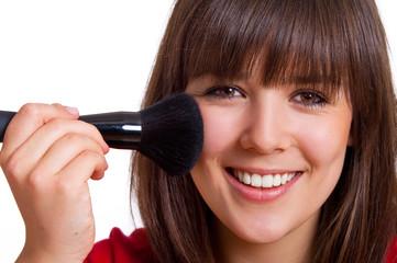 lachende Frau beim schminken - close up