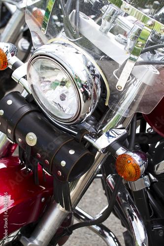 chromowana-lampa-motoru