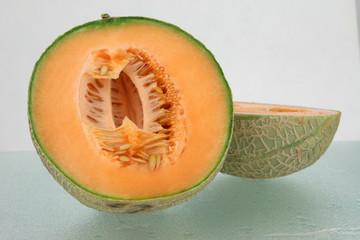 Zuckermelone halbiert