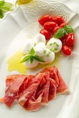 ham with mozzarella - prosciutto e mozzarella