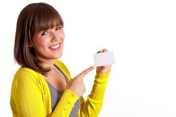 junge Frau mit Visitenkarte