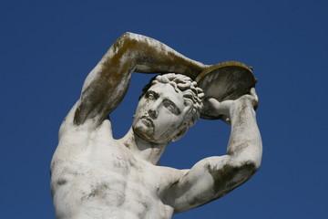 Roma, statua dello stadio dei marmi