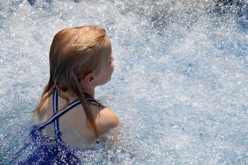 Kind und Whirlpool