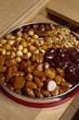 noix, noisettes et caramels enrobés de caramel dur