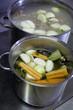 cuisson de légumes dans une marmite
