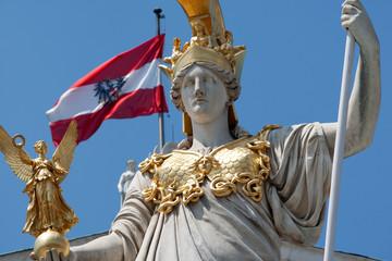 Pallas Athene vor dem Parlament