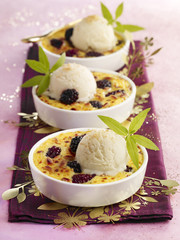 blackberries au gratin with verbana ice cream