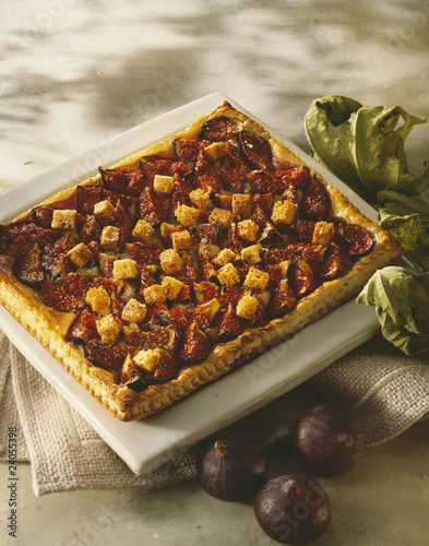 fig and crunchy gingerbread tart