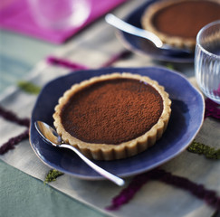 almond-flavored chocolate tartlet