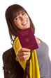 Frau mit Reisepass in der Hand