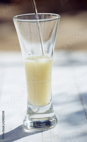 preparing a glass of pastis