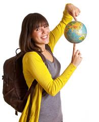 Touristin hält Globus in den Händen