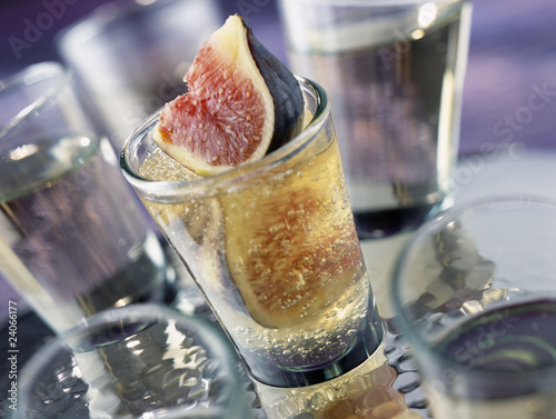 verrine of fresh figs in jelly