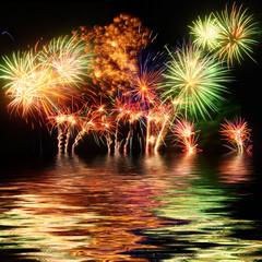 feux d'artifice sur l'eau