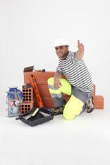 Ouvrier avec matériel de chantier