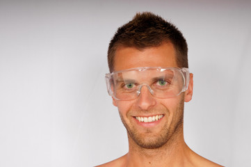 Portrait of attractiv young man in goggles