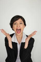 Portrait d'une femme d'affaires énervée