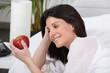 Portrait d'une femme avec une pomme