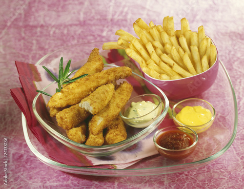 chicken nuggets and chips