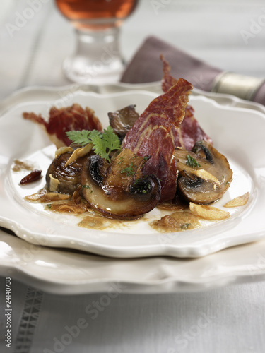 button mushrooms with spanish ham
