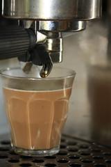 Latte macchiato under an espresso maker