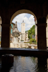 Lavoir et fontaine dans un village provençal