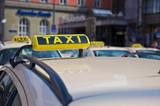 Fototapety Taxis am Hauptbahnhof