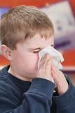 Copil suflat nasul lui