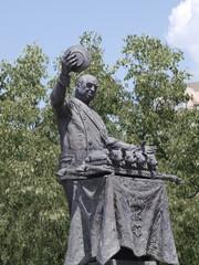 Estatua de Cándido, mesonero mayor del Reino en Segovia
