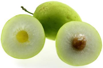 jujubes, ziziphus jujuba, fruits des tropiques, fond blanc