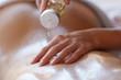 Massage Körper einölen