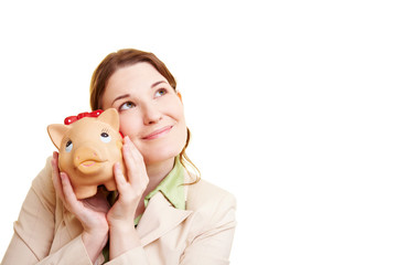 Nachdenkliche Frau mit Sparschwein