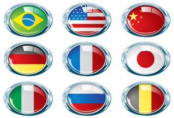 Varias banderas en ovalos cromados