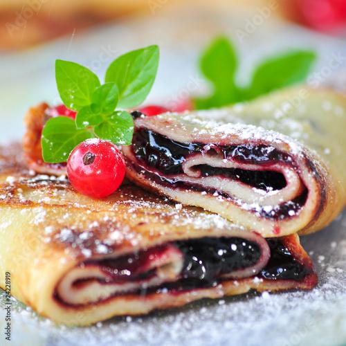 Palatschinkenröllchen mit Marmelade © Sterneleben