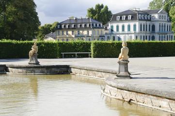 Das Schloss Wilhelmsthal, Kanal mit Putten