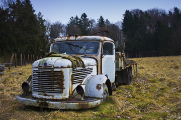 Rusted vintage truck in field