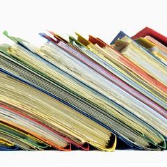 Farbige Papierschnellhefter