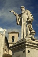 Umbria, Norcia, statua di San Benedetto 3